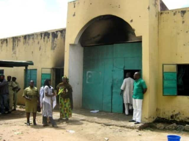 Police Launches Manhunt For 200 Minna Jail Breakers